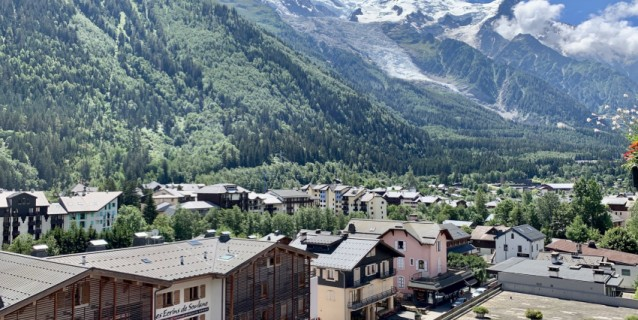 STUDIO WITH SWIMMING POOL AND MONT-BLANC VIEW, CHAMONIX CENTER