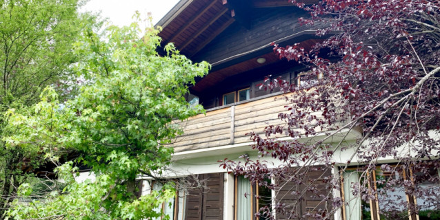 LARGE FAMILY HOUSE 15 MINUTES BY FOOT FROM CHAMONIX CENTER