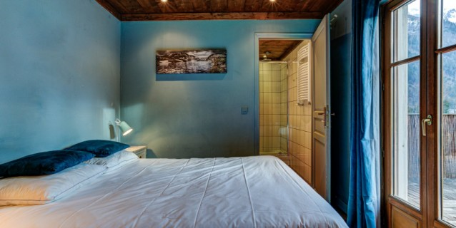 6 BEDROOM CHALET, CHAMONIX CENTRE