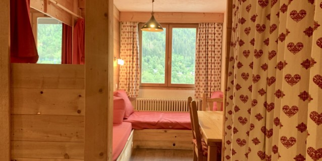 LARGE STUDIO WITH BALCONY FACING MONT-BLANC, CHAMONIX CENTER